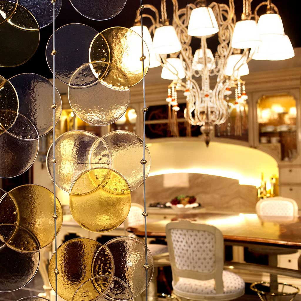 Characteristic glass partitions for interiors