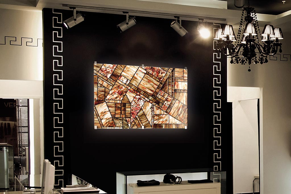 Read more about the article Backlit glass panels the VeVe Glass solution for stores and boutiques